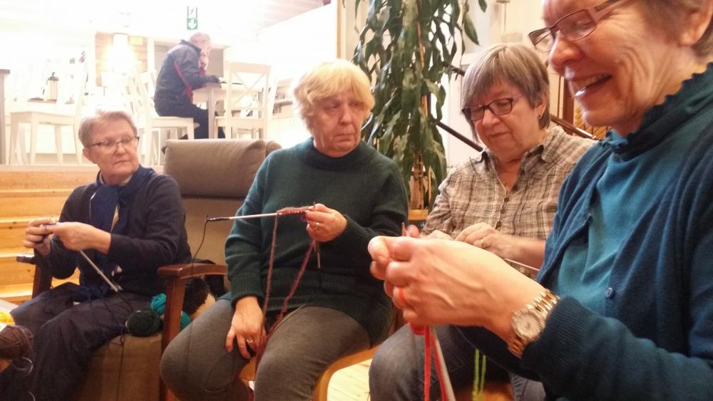 Sounds and Stories Live, testing the customized knitting needles at Saunabaari workshop