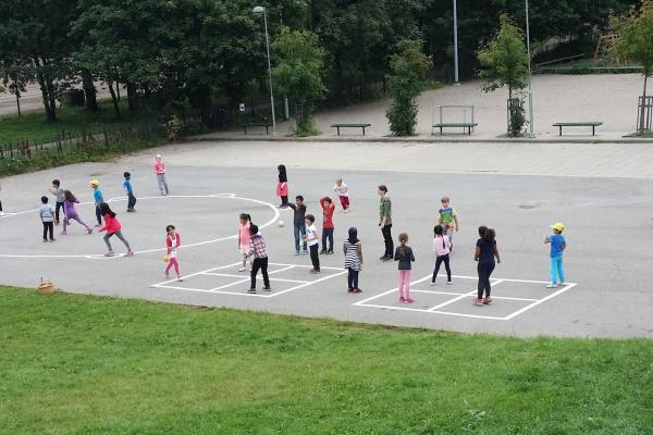 Maunula schoolkids at playing field